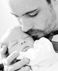 Le congé paternité va être allongé pour passer de 14 à 28 jours